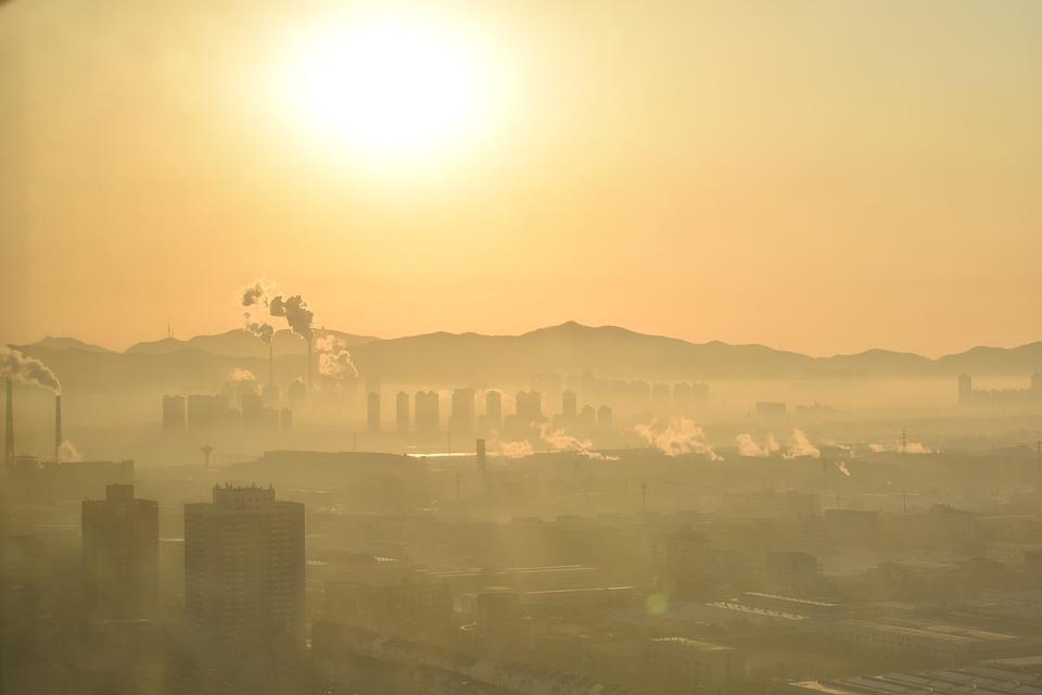 Fumaça cobre a China